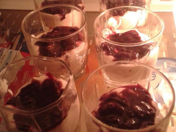 Coppette di panettone con ricotta e amarene(RICICLO)